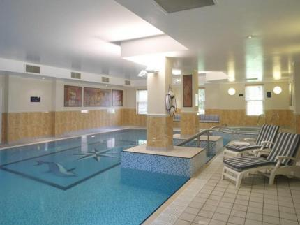 swimming lessons in dorking surrey wotton house